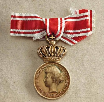 Medal for Female Merit, Type II, Gold Medal with Crown (in silver gilt)