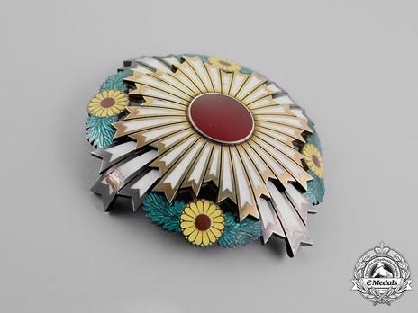 Order of the Chrysanthemum, Grand Cordon Breast Star Obverse
