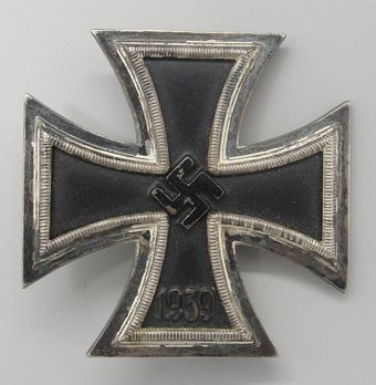 Iron Cross I Class, by Wächtler & Lange (L 55, magnetic)