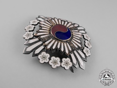 Order of the Golden Ruler, I Class Grand Cordon Breast Star Obverse