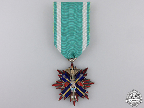 Order of the Golden Kite, IV Class Badge Obverse