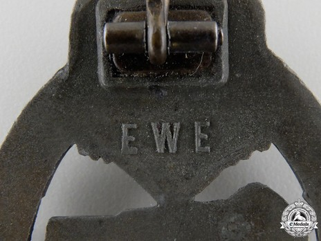 Panzer Assault Badge, in Bronze, by Unknown Maker: EWE Detail