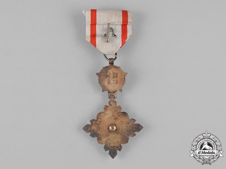 Order of the Auspicious Clouds, IV Class Officer Reverse