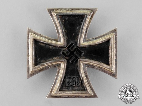 Iron Cross I Class, by B. H. Mayer (26, Type A pin) Obverse