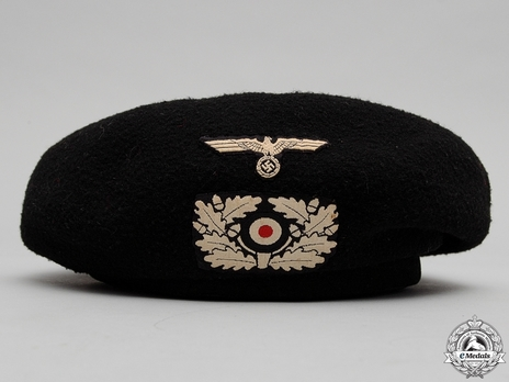 German Army NCO/EM Panzer Beret (with white insignia) Obverse