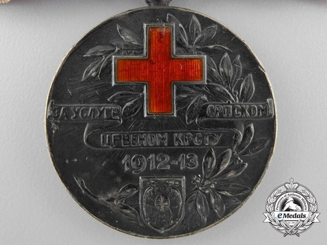 Red Cross Medal, in Silver (for woman) Obverse