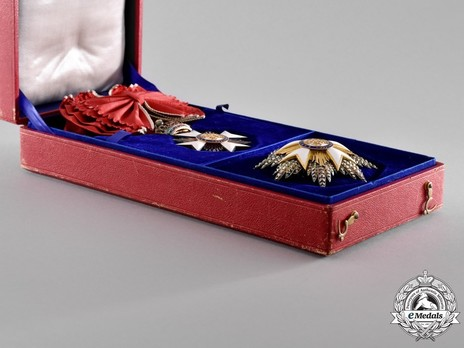 Open Case with Grand Cross Set of Insignia