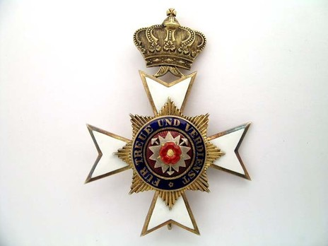 Officers' Honour Cross (in silver gilt) Obverse