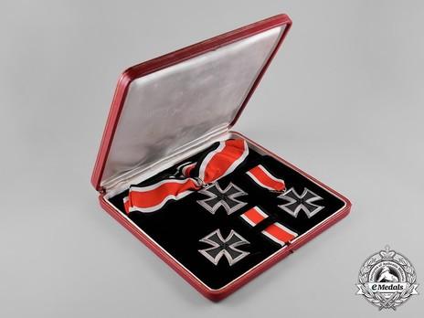 Knight's Cross of the Iron Cross, Presentation Set Obverse