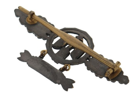 """Short-Range Day Fighter Clasp, in Gold (with """"500"""" pendant) Reverse"""