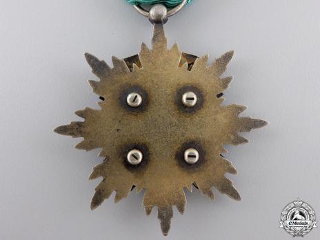 Order of the Golden Kite, IV Class Badge Reverse