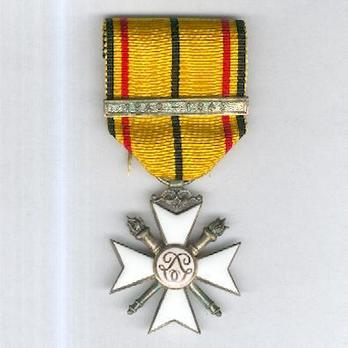 """II Class Cross (with """"1940-1945"""" clasp) Obverse"""