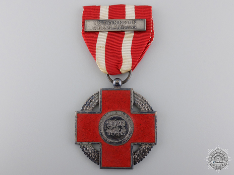 """Silver Cross (with """"INDONESIE 1940-1945"""" clasp) Obverse"""