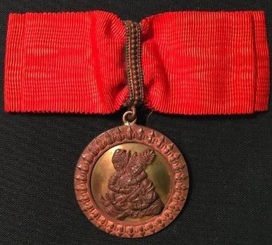 Order of Feminine Merit, in Bronze (gold background)