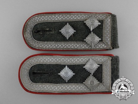 German Army Artillery & Ordnance Stabsfeldwebel 2nd Pattern Shoulder Boards Obverse