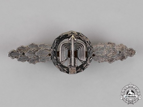 Short-Range Night Fighter Clasp, in Silver Obverse