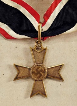 Golden Knight's Cross of the War Merit Cross without Swords, by C. F. Zimmermann Obverse