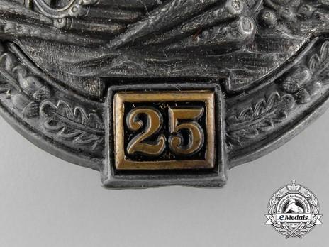 "Panzer Assault Badge, ""25"", in Bronze (by G. Brehmer) Detail"