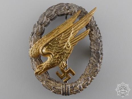Luftwaffe Paratrooper Badge, by Gebrüder Wegerhoff (silver wreath) Obverse