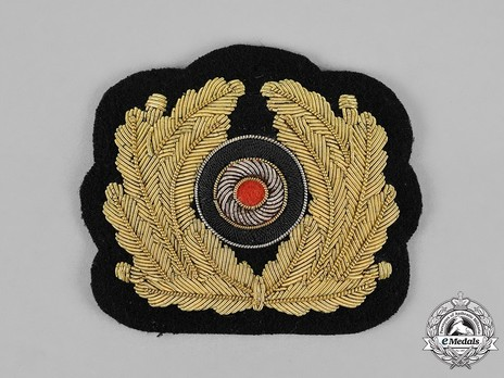 Kriegsmarine Officer's Hand-Embroidered Cap Cockade & Oak Leaves Insignia Obverse