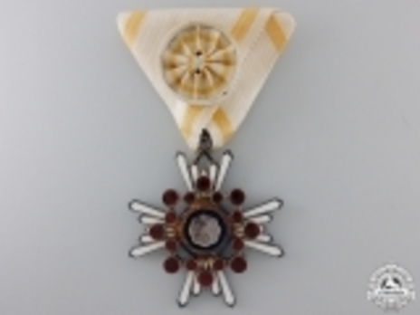 Order of the Sacred Treasure, IV Class Obverse