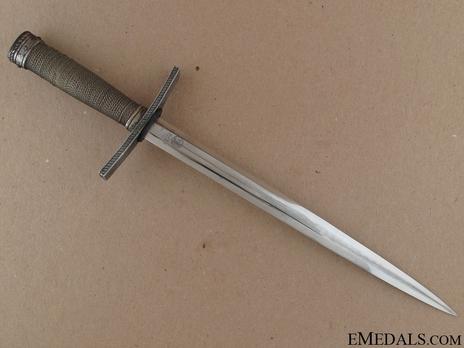 HJ Leader Dagger Reverse