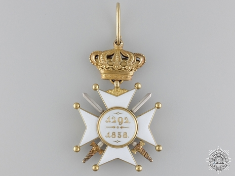 II Class Commander (with swords) (Gold) Reverse