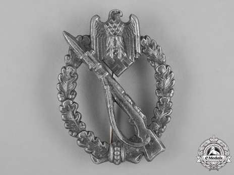 Infantry Assault Badge, by Gebrüder Wegerhoff (in silver) Obverse
