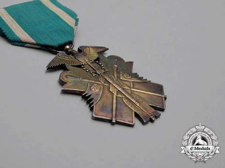 Order of the Golden Kite, VI Class Badge Obverse