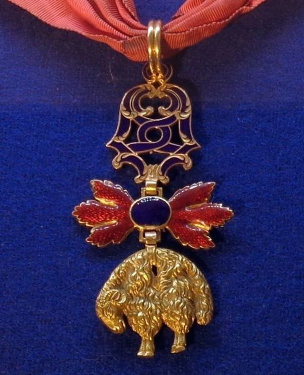 Neck+badge+gold+and+ruby