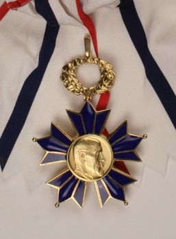 Order of Tomáš Garrigue Masaryk, Type II, I Class Obverse