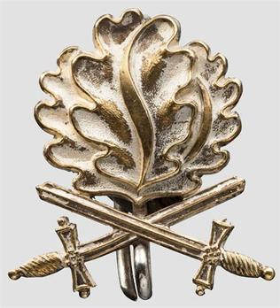 Oak Leaves with Swords to the Knight's Cross of the Iron Cross (by Juncker) Obverse