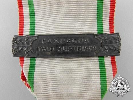 Italian Red Cross Medal of Merit, in Silver Detail