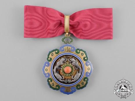 Order of the Double Dragon, Type I, II Class, II Grade Obverse