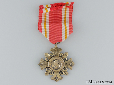 Pro Ecclesia et Pontifice Medal, Type 1, in Gold (for Men) Obverse
