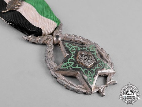 Order of Devotion, II Class (for bravery, with wreath) Obverse