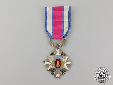 Order of Industrial Service Merit, Type I, III Class (Bronze Tower) Obverse