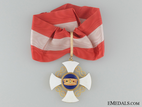 Order of the Crown of Italy, Commander Cross (in gold) Obverse
