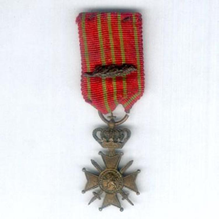 Miniature bronze cross 3 obverse