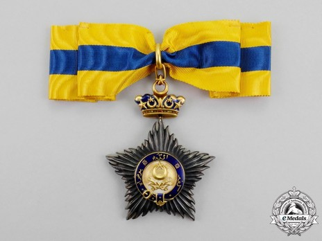 Order of the Crown of Johor, Knight Commander Obverse