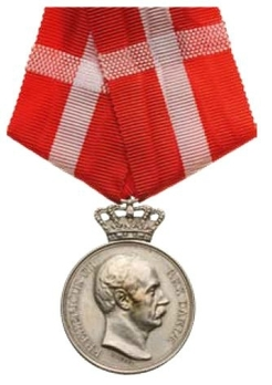 """Silver Medal (with crown obverse stamped """"LINDAHL"""" reverse stamped """"AUG THOMSEN"""") Obverse"""