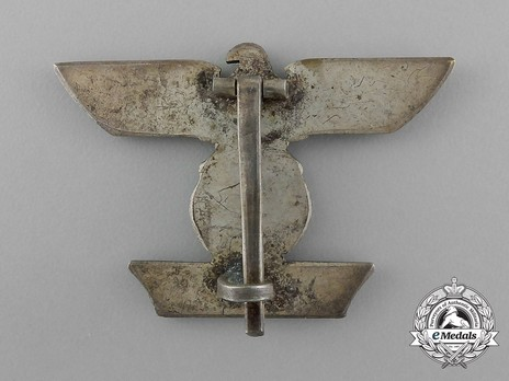 Clasp to the Iron Cross I Class, Type I, by C. E. Juncker (pinback) Reverse