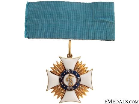 Type II, Civil Division, II Class Commander (in gold)