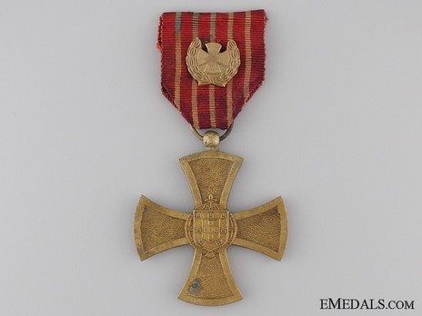 I Class Cross (with gold cross in laurel wreath clasp, 1949-1971) Obverse