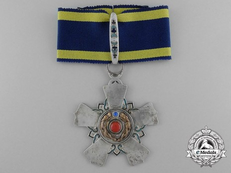 Order of the Double Dragon, Type II, II Class, I Grade Neck Badge Obverse