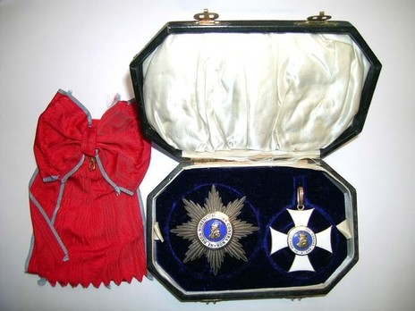 Grand Cross Breast Star with Swords Case of Issue Interior