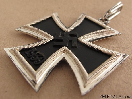 Knight's Cross of the Iron Cross, by Steinhauer & Lück (Type B, 935 4) Obverse