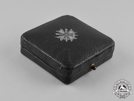 War Merit Cross I Class with Swords Case of Issue, by Kerbach & Oesterhelt Exterior