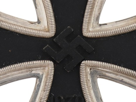 Knight's Cross of the Iron Cross, by C. E. Juncker (800) Obverse