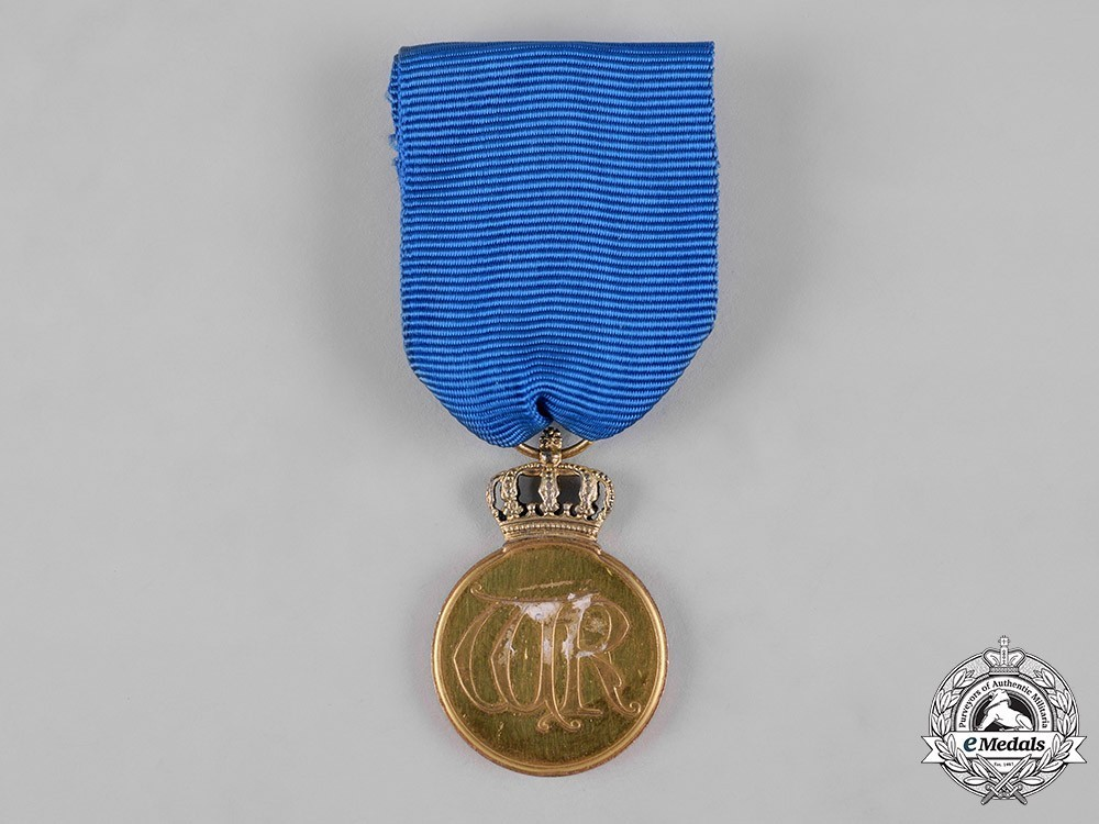 Order+of+the+crown%2c+gold+medal+1